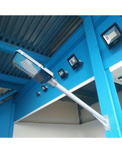 Soporte de pared recto para farolas de 100 cm de largo y 65 mm de diámetro